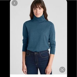 GAP 100 % Wool Sweater in Size Small T.